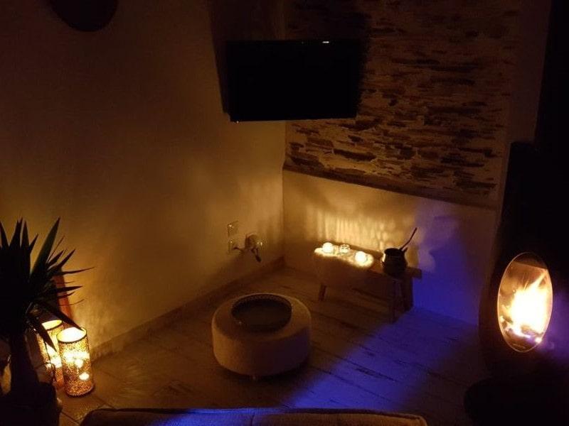 salon bougie lumière chaude ambiance détente